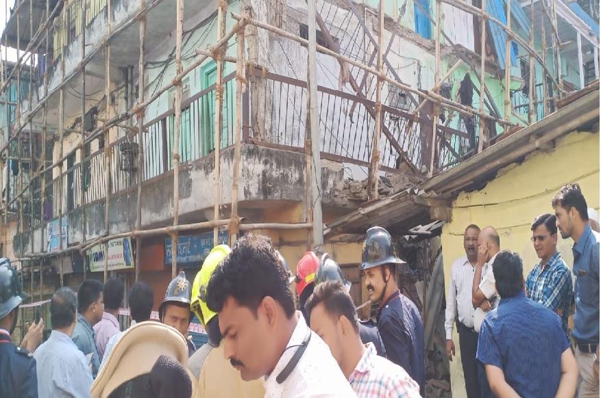 ठाण्यात इमारतीचा भाग कोसळला, पोलीस घटनास्थाळी दाखल