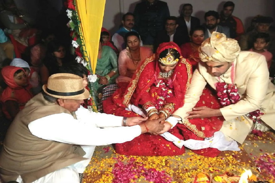 अनोख्या लग्नाची गोष्ट! एका रुपयांत कन्यादान, आठवी फेरी घेतली 'बेटी बचाओ'साठी