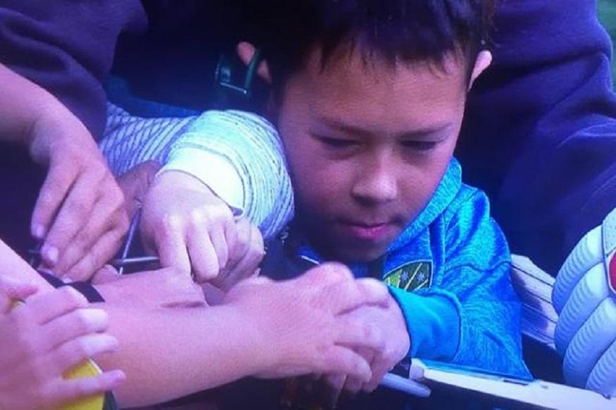 VIDEO : त्रिशतकी खेळीनंतर वॉर्नरच्या हेल्मेटवरून भरमैदानात लहान मुलांमध्ये झाला राडा