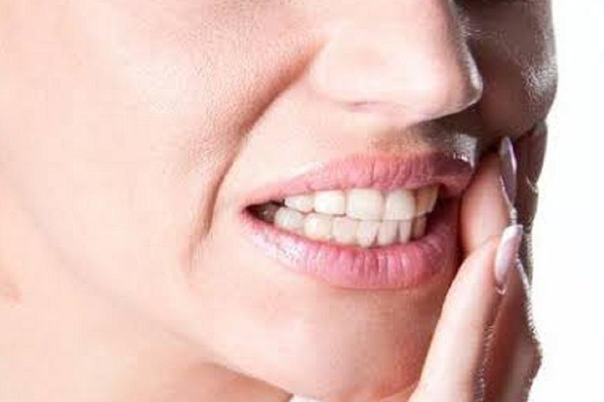 दात दुखीने त्रस्त असाल तर घरगुती उपायांनी होईल वेदनेतून सुटका!
