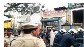 मुंबईत भीषण आग; 12 जणांचा मृत्यू