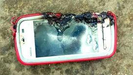 ओडिशामध्ये चार्जिंगला लावलेल्या मोबाईलचा स्फोट, फोनवर बोलणाऱ्या तरुणीचा मृत्यू