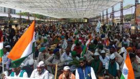 रामलीला मैदानावर अण्णा समर्थकांची गर्दी