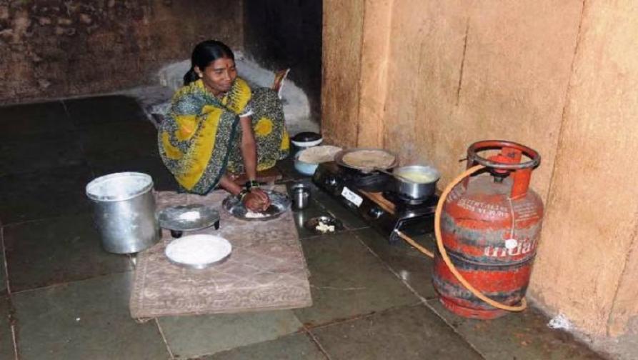 Budget2018 : गरीब महिलांना मोफत गॅस कनेक्शन, पीएफमध्येही कपात