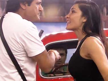380_Armaan-Kohli-and-Sofia-Hayat-fighting
