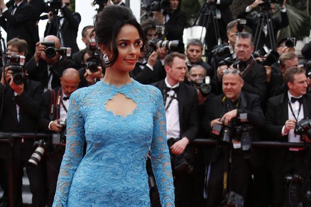 Cannes 2019 – रेड कार्पेटआधीच मल्लिका शेरावतने दाखवली तिच्या लुकची झलक