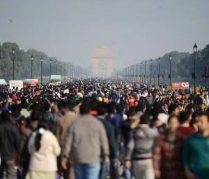 09indiagate_delhi_crowd
