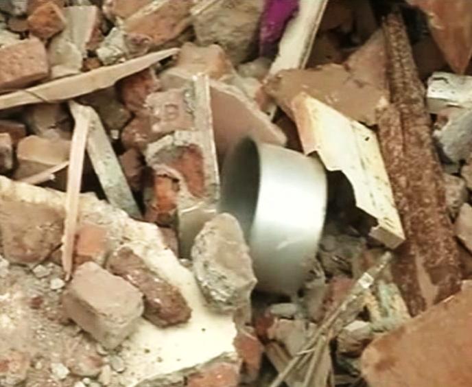 आणखी एक मृत्यूचा सापळा कोसळला (फोटो गॅलरी)