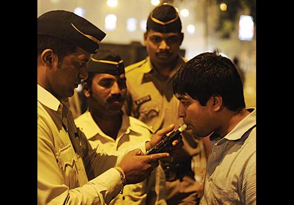 मद्यपान करून गाडी चालवणे पडणार महागात, होईल गुन्हा दाखल