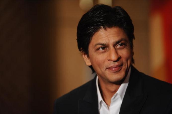 अभिनेता शाहरुख खान मागच्या काही काळापासून सिनेमांपासून दूर आहे. काही दिवसांपूर्वीच त्याच्या कॅलिफोर्निया व्हेकेशनचे फोटो सोशल मीडियावर व्हायरल झाले होते. शाहरुख एका पोस्टसाठी 80 लाख ते 1 कोटी रुपये चार्ज करतो.