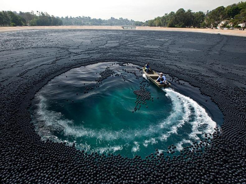 बाष्पीभवन रोखण्यासाठी तलावात सोडले 9 कोटी बॉल्स !