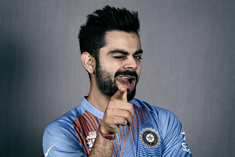 जगातील सर्वोत्तम आंतरराष्ट्रीय फलंदाज आणि भारतीय संघाचा कर्णधार विराट कोहली यांची ब्रँड व्हॅल्यू सर्वांनाच माहिती आहे. तो जगातील अशा खेळाडूंपैकी एक आहेत ज्याने कमी वयात मोठी मजल मारली आहे. गेल्या 10 वर्षांपासून भारतीय संघात खेळणाऱ्या या उत्तम खेळाडूचा पगार नेमका किती असावा हे जाणून घेण्यात तुम्हालाही उत्सुकता असेलच. त्याच्याकडे नेमकी किती संपत्ती आहे असा प्रश्न तुमच्या मनात आला असेल. आज तुम्हाला या सर्व प्रश्नांची उत्तरे मिळणार आहेत.