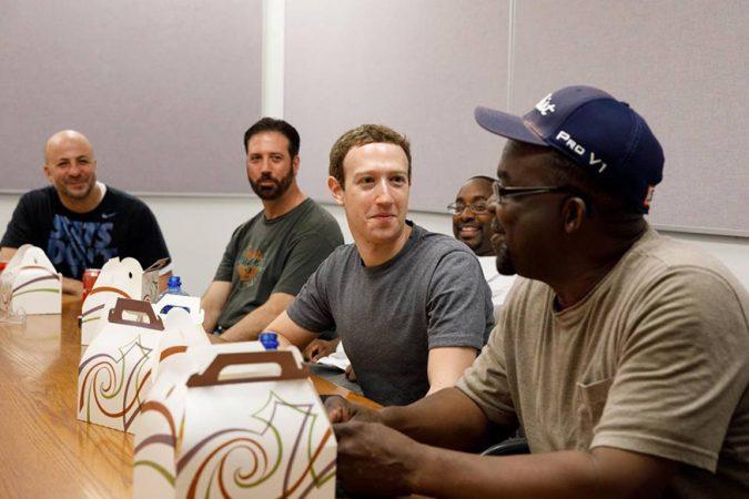 रिवर राउंज कॉम्प्लेक्स, मिशिगन येथे असलेल्या या प्लँटवर फोर्ड-150 बनवली जाते. 'मी तिथे फक्त कामगारांना भेटण्यासाठी गेलो नव्हतो तर त्यांच्याबरोबर कामही केले,' असं झुकरबर्ग यांनी फेसबुक पोस्टच्या माध्यमातून सांगितलं.