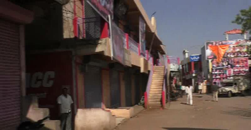 'महिलांना जत्रेत नाचू द्या' म्हणून गावकऱ्यांनी पाडलं गावच बंद !