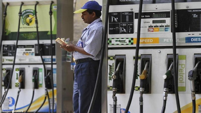 मुंबईत पेट्रोल गेलं ८६ रुपये २४ पैशांवर, तर डिझेलही १५ पैशांनी महागलं