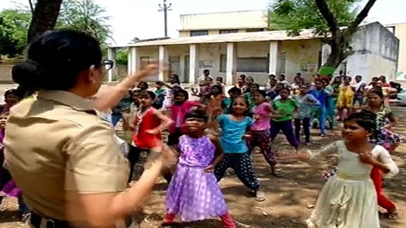नाशिक पालिका शाळेतल्या मुलींना स्वसंरक्षणाचे धडे