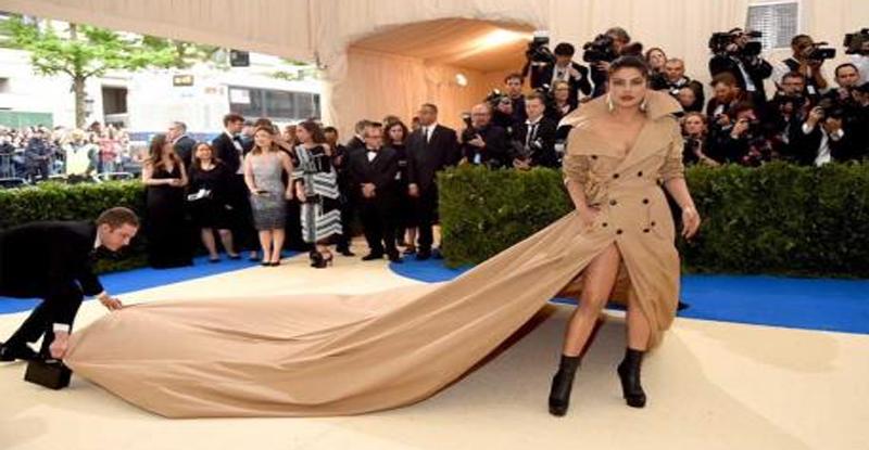 प्रियांकाच्या या ड्रेसची टि्वटरकरांनी उडवली खिल्ली