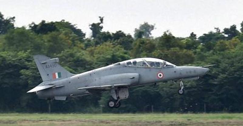 भारतीय हवाई दलाचं 'सुखोई-30' लढाऊ विमान बेपत्ता