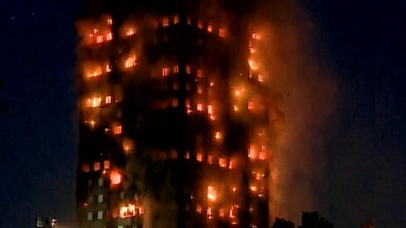 लंडनमध्ये 27 मजली टॉवरला भीषण आग, अनेकजण अडकल्याची भीती