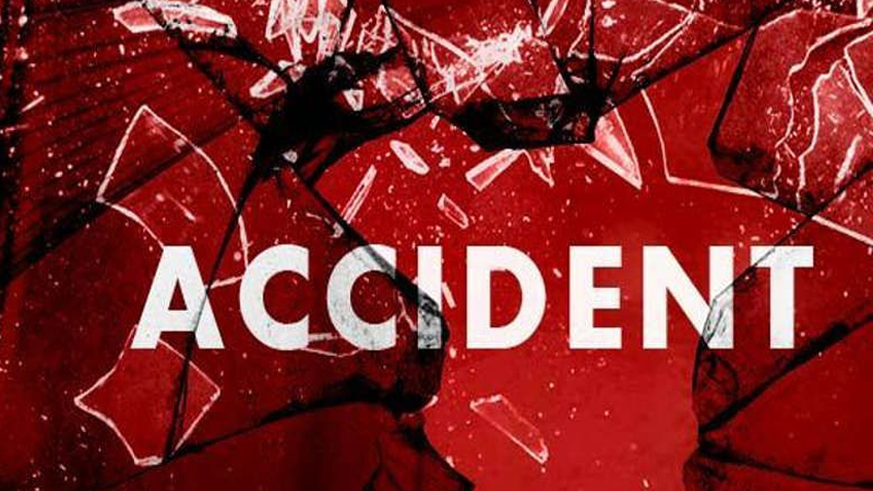 पुणे-बंगळुरू महामार्गावर भीषण कार अपघातात 5 जण ठार