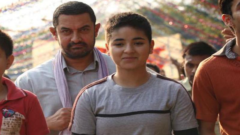 आमिर खानची 'धाकड गर्ल' कार अपघातातून थोडक्यात बचावली