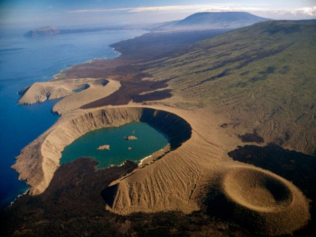 निसर्गाचं सौंदर्य पाहायचं असेल तर या पाच बेटांना जरूर भेट द्यायला हवी