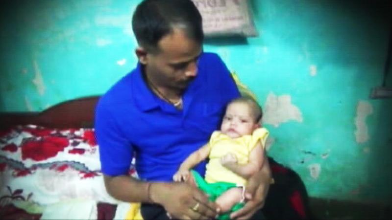 तोंडाने श्वास देऊन बापाने वाचवलं मुलाला !