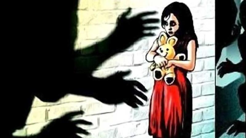 नात्याला काळीमा !,नराधम बापाकडून सावत्र मुलीवर लैंगिक अत्याचार