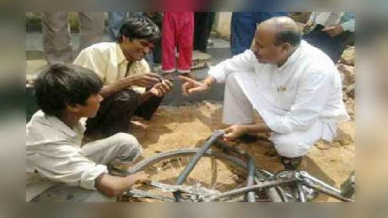 10 वर्ष सायकलचे पंक्चर काढत होते हे नेते, आज मिळालं मोदींच्या मंत्रिमंडळात मंत्रिपद