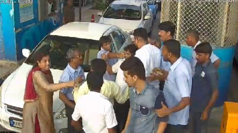 वांद्रेमध्ये टोल कर्मचाऱ्यावर चाकू हल्ला