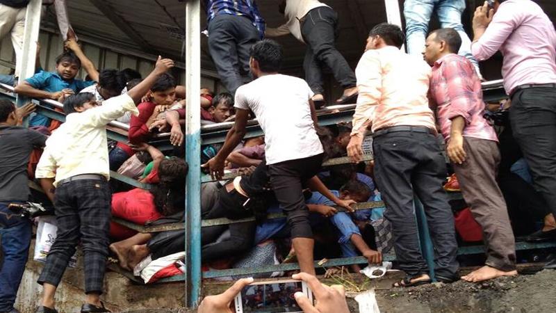एलफिन्स्टन स्टेशनवर मृत्यूचं तांडव,चेंगराचेंगरीत 22 जणांचा बळी