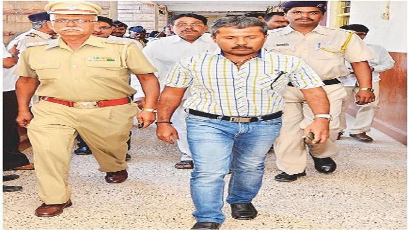 भ्रष्टाचार उघड केल्यानं कृषी आयुक्त केंद्रेकरांची बदली- खा. राजू शेट्टी