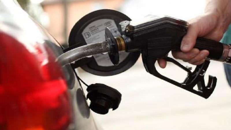 दिवाळीपर्यंत पेट्रोल डिझेलचे भाव कमी होण्याचे संकेत-पेट्रोलियम मंत्री