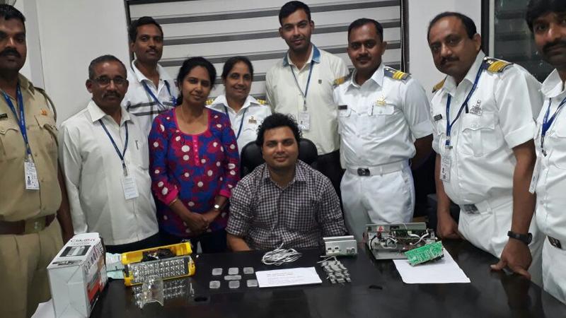 इलेक्ट्राॅनिक वस्तूंमध्ये लपवलं 3 किलो सोनं, पुणे विमानतळावर जप्त