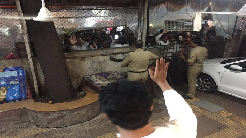 'राजसाहेब बाहेर या', दसरा मेळावा आटोपून शिवसैनिक 'कृष्णकुंज'वर