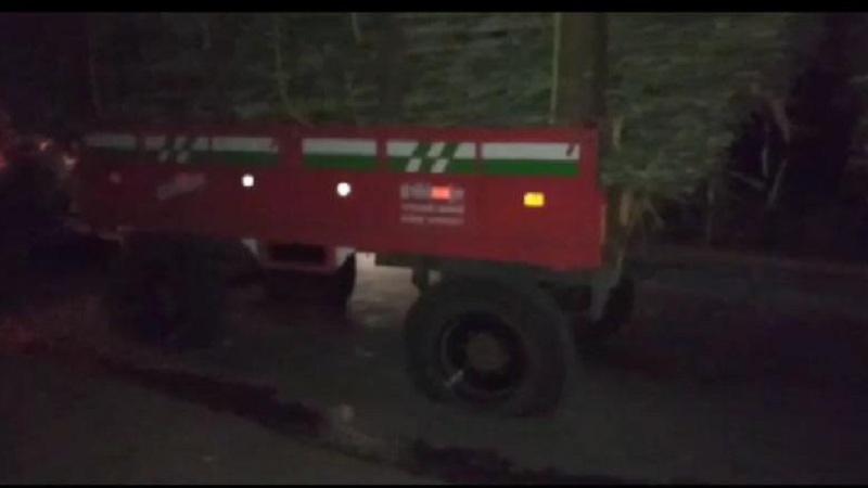 ऊस दरवाढीसाठी शेतकऱ्यांचं आंदोलन; ट्रॅक्टरची हवा सोडून निषेध