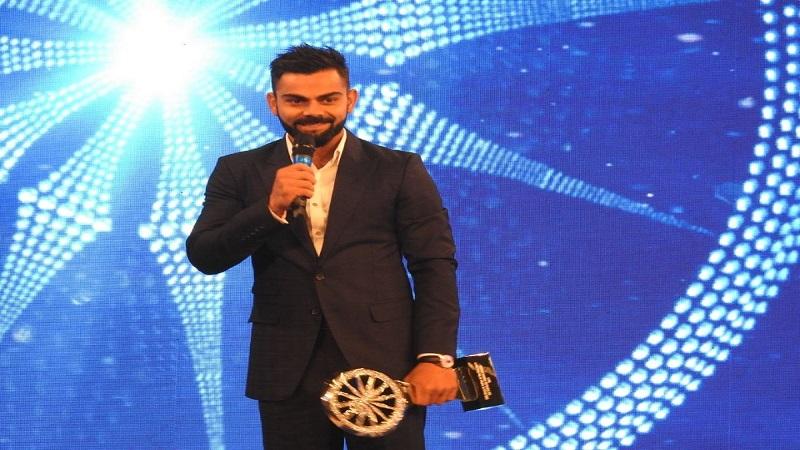 'सीएनएन न्यूज 18'चा मानाचा 'इंडियन ऑफ द इयर' पुरस्कार विराट कोहलीला प्रदान