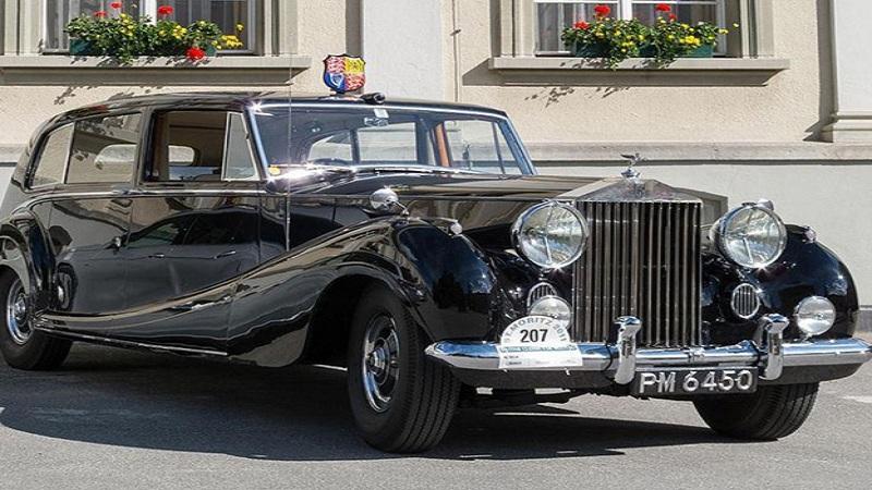 ब्रिटन - ब्रिटिशच्या रॉयल परिवाराकडे दोन खास 'रॉल्स रॉयस फॅन्टम VI' आहे. रॉयल कुटुंब या गाड्या फक्त विशेष कार्यक्रमांमध्ये जाण्यासाठी वापरतात.