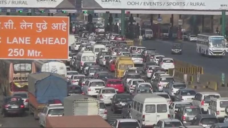नाताळ सुट्ट्यांमुळे मुंबईबाहेर जाणाऱ्या रस्त्यांवर वाहतूक कोंडी