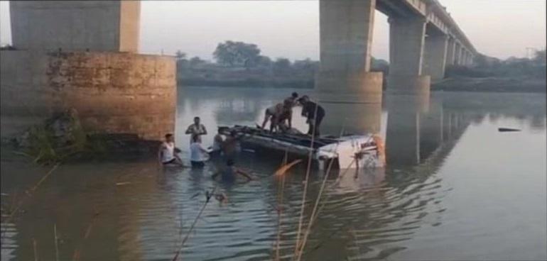 राजस्थानात बस नदीत कोसळून 26 प्रवाशांचा मृत्यू !