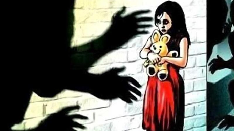 संतापजनक! नात्याला कलंक, 3 आणि 5 वर्षांच्या सख्या बहिणींवर 50 वर्षीय काकानेच केले अत्याचार