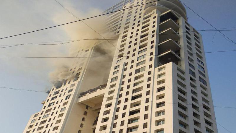 मुंबईत वाळकेश्वर भागातील लिजेंड इमारतीत लागलेली आग आटोक्यात