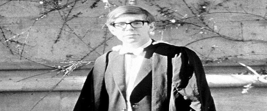 1959 ते 1962 : युनिव्हर्सिटी काॅलेज आॅक्सफर्डमध्ये भौतिकशास्त्रात ते तज्ज्ञ बनले.त्यांना प्रथम श्रेणी मिळाली.