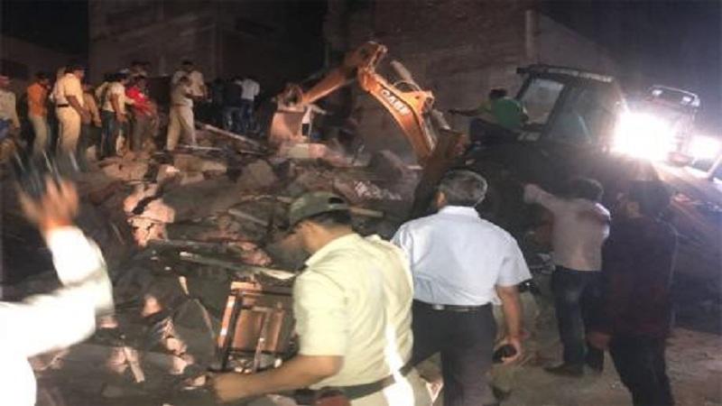 इंदूरमध्ये 4 मजली इमारत कोसळून 10 जणांचा मृत्यू, अनेक जण ढिगाऱ्याखाली अडकल्याची भीती