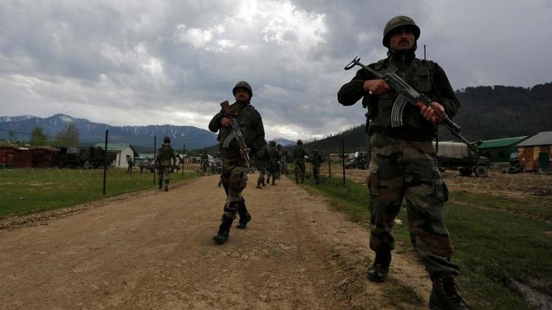 काश्मीरच्या शोपियाँ आणि अनंतनागमधून 11 दहशतवाद्यांचा खात्मा करण्यात लष्कराला मोठं यश