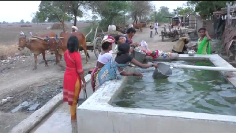 नुसता मृतदेह सापडला म्हणून या गावानं तलावातलं पाणी प्यायला नकार दिलेला नाहीये... खरं कारण वेगळंच आहे.
