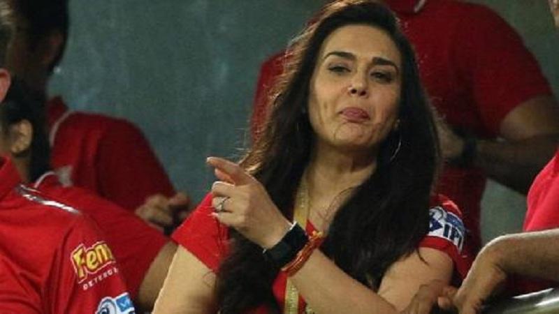 व्हायरल व्हिडिओ : काय खरंच मुंबई इंडियन्स हरल्याने प्रिती झिंटा खुश झाली ?