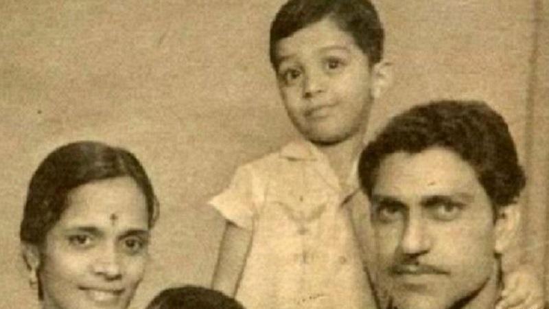 22 जून 1932 रोजी पंजाब प्रांतातील लाहोरमध्ये त्यांचा जन्म झाला