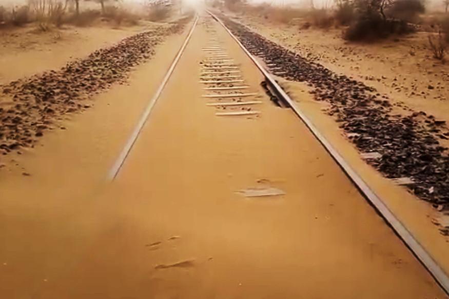 भारत-पाकिस्तानला जोडणाऱ्या थार एक्सप्रेसच्या रुळावर रेती साचल्यामुळे रेल्वे रूळ बंद करण्याची सूचना देण्यात येणार असल्याचंही सांगण्यात येत आहे.