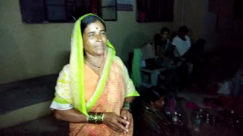 हिंगोलीमध्ये स्त्रीरोग रुग्णालयात 36 तासांपासून वीज नाही, बाळंतिणी झोपल्या रस्त्यावर